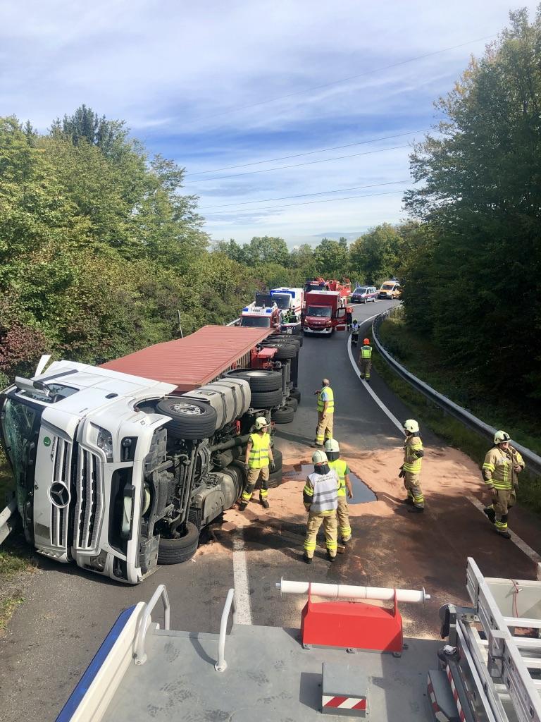 VU A2 LKW mit Schadstoffaustritt