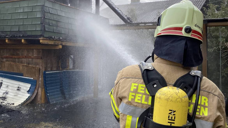 Brand eines Baumhauses
